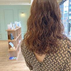 デジタルパーマ ウェーブヘア カーリーヘアー ウェーブ ヘアスタイルや髪型の写真・画像