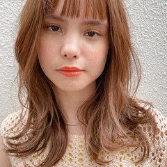 くびれカール ミディアム ベビーバング ニュアンスヘア ヘアスタイルや髪型の写真・画像