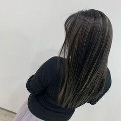 グレージュ ストリート ストレート コントラストハイライト ヘアスタイルや髪型の写真・画像