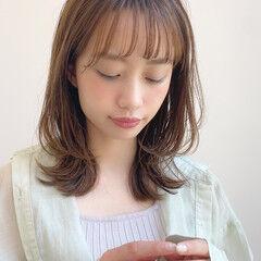 アンニュイほつれヘア 大人かわいい レイヤーカット ナチュラル ヘアスタイルや髪型の写真・画像