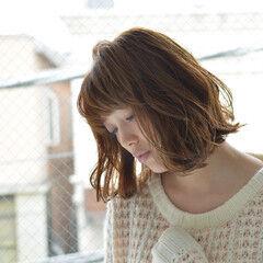 切りっぱなしボブ パーマ フェミニン ショートボブ ヘアスタイルや髪型の写真・画像