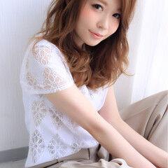 外国人風 チークライン 前髪あり 大人女子 ヘアスタイルや髪型の写真・画像