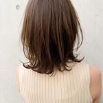 ミディアム ショートヘア 切りっぱなしボブ ふんわり前髪