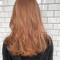 ピンクベージュ フェミニン ミルクティーベージュ ハイトーンカラー ヘアスタイルや髪型の写真・画像