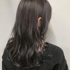 グレージュ 透明感 シルバー ハイライト ヘアスタイルや髪型の写真・画像