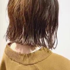 透明感カラー ニュアンスヘア 前下がりボブ くせ毛 ヘアスタイルや髪型の写真・画像