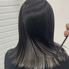 インナーカラー シルバー モード ホワイトシルバー ヘアスタイルや髪型の写真・画像