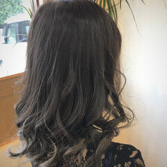 大人ミディアム 極細ハイライト ナチュラル デザインカラー ヘアスタイルや髪型の写真・画像