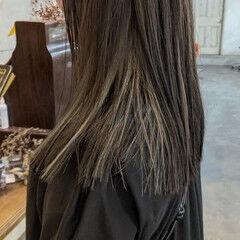 ホワイトブリーチ インナーカラー 極細ハイライト ナチュラル ヘアスタイルや髪型の写真・画像