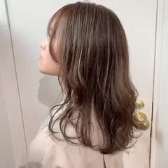 アッシュベージュ ミディアム アッシュグレー ミントアッシュ ヘアスタイルや髪型の写真・画像