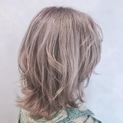 ミルクティーベージュ ミディアム フェミニン ウルフカット ヘアスタイルや髪型の写真・画像