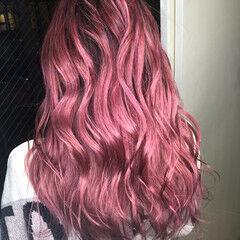 ロング ピンクベージュ ベリーピンク チェリーレッド ヘアスタイルや髪型の写真・画像