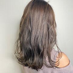 アッシュグレージュ アッシュベージュ アッシュ 波ウェーブ ヘアスタイルや髪型の写真・画像