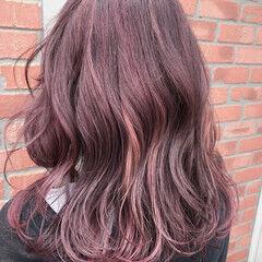 ミディアム フェミニン ピンク ハイライト ヘアスタイルや髪型の写真・画像