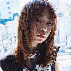 ロック モード ミディアム レイヤーカット ヘアスタイルや髪型の写真・画像
