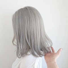 ボブ ヘアカラー ホワイトカラー グレー ヘアスタイルや髪型の写真・画像