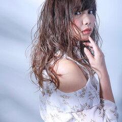 女子会 外国人風カラー 透明感 ロング ヘアスタイルや髪型の写真・画像