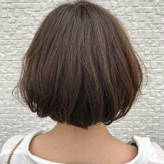 ナチュラル こなれ感 ウェーブ ルーズ ヘアスタイルや髪型の写真・画像