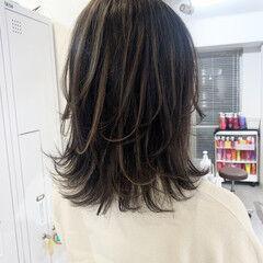 ストリート ミディアム 極細ハイライト 大人ハイライト ヘアスタイルや髪型の写真・画像