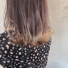 ナチュラル ホワイトベージュ 裾カラー ミディアム ヘアスタイルや髪型の写真・画像