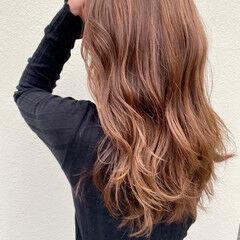 ロング 巻き髪 ミルクティーアッシュ ミルクティーベージュ ヘアスタイルや髪型の写真・画像