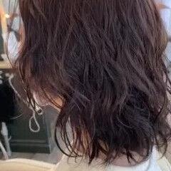 ミディアム ゆるウェーブ パーマ ウルフカット ヘアスタイルや髪型の写真・画像