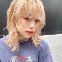 ミディアム ストリート ホワイトベージュ ダブルカラー ヘアスタイルや髪型の写真・画像