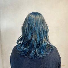 ブルーブラック ブルー ツヤツヤ セミロング ヘアスタイルや髪型の写真・画像