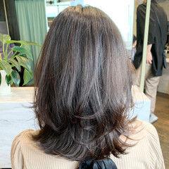 くびれカール レイヤーカット ナチュラル ミディアム ヘアスタイルや髪型の写真・画像