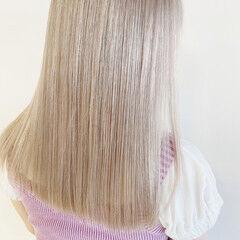ブロンドカラー セミロング イエローベージュ ホワイトベージュ ヘアスタイルや髪型の写真・画像