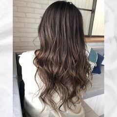 デザインカラー ロング バレイヤージュ グレージュ ヘアスタイルや髪型の写真・画像