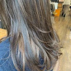 インナーカラーグレージュ セミロング インナーカラー カーキ ヘアスタイルや髪型の写真・画像
