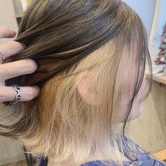 インナーカラーホワイト モード インナーカラーグレー インナーカラーシルバー ヘアスタイルや髪型の写真・画像