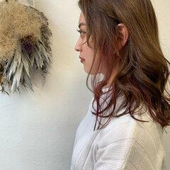 ミディアム エレガント インナーカラー インナーカラーパープル ヘアスタイルや髪型の写真・画像