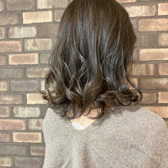 オリーブアッシュ ミディアム 大人ミディアム イルミナカラー ヘアスタイルや髪型の写真・画像