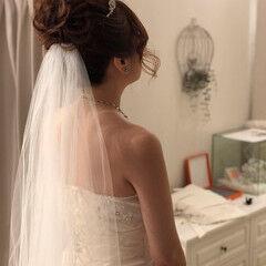 ミディアム 白ドレスヘア フェミニン ヘアアレンジ ヘアスタイルや髪型の写真・画像