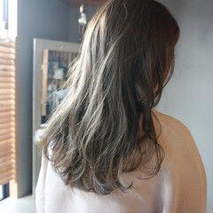 くすみカラー くすみベージュ ナチュラル ロング ヘアスタイルや髪型の写真・画像
