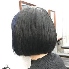 ネイビーブルー グレージュ ミニボブ 前下がりボブ ヘアスタイルや髪型の写真・画像