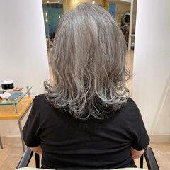 大人カジュアル シルバーグレイ ミディアム 50代 ヘアスタイルや髪型の写真・画像