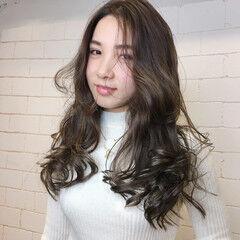 外国人風フェミニン モテ髮シルエット 艶グレーベージュ フェミニン ヘアスタイルや髪型の写真・画像