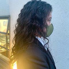 無造作パーマ ウェーブヘア ゆるウェーブ スパイラルパーマ ヘアスタイルや髪型の写真・画像
