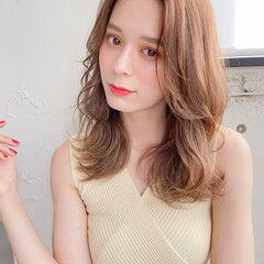 外国人風 ミディアムレイヤー フェミニン セミロング ヘアスタイルや髪型の写真・画像