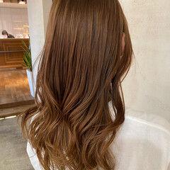 ミルクティーベージュ ミディアムレイヤー 美髪 セミロング ヘアスタイルや髪型の写真・画像