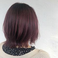 ブリーチオンカラー カシスレッド n. フェミニン ヘアスタイルや髪型の写真・画像