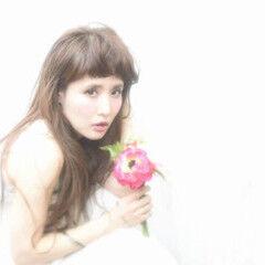 大人かわいい 外ハネ ロング フェミニン ヘアスタイルや髪型の写真・画像