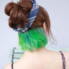 インナーカラー エメラルドグリーンカラー ナチュラル インナーグリーン ヘアスタイルや髪型の写真・画像