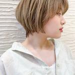 ショートヘア ブリーチオンカラー ショートボブ 前髪あり
