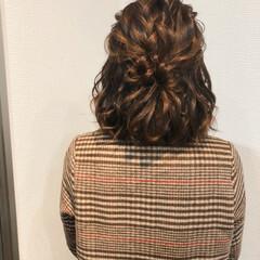ねじり ボブアレンジ ハーフアップ フェミニン ヘアスタイルや髪型の写真・画像