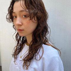 くせ毛風 ウルフパーマ パーマ ウルフパーマヘア ヘアスタイルや髪型の写真・画像