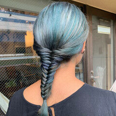 ターコイズブルー セミロング ブリーチカラー ナチュラル ヘアスタイルや髪型の写真・画像